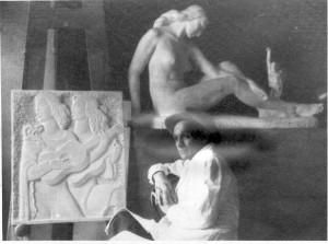 Kipar Antun Augustinčić u svom atelijeru pored reljefa Melodija i skulpture ženskog akta