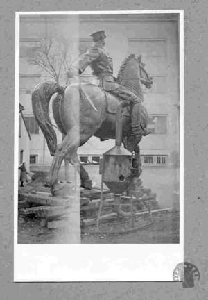 Lijevanje spomenika Pisludskom