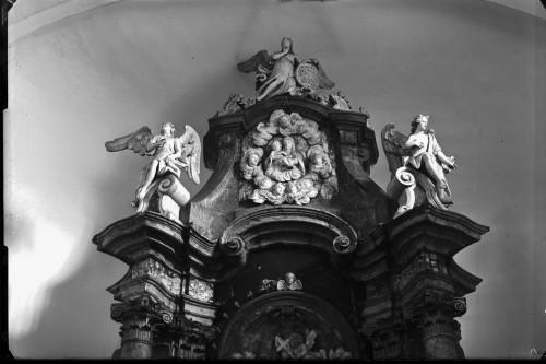 Crkva Svetog Ivana Nepomuka (Glina) : glavni oltar, detalj [Griesbach, Đuro  ]