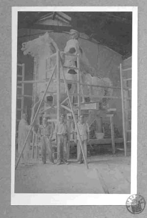 Izrada spomenika Jozefu Pilsudskom - sadreni model u atelieru