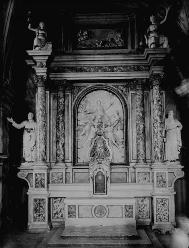 Sommazzi, Clemente ?  : Katedrala Uznesenja Blažene Djevice Marije (Senj) : glavni oltar s reljefom Marijina Uznesenja [Griesbach, Đuro  ]