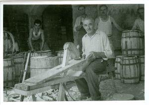 Bačvari na dele. Bačvarska zadruga Jušići. [Gavazzi, Milovan (1895-1992) ]