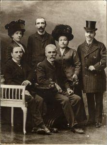 A. G. Matoš s obitelji: Leon Matoš, August Matoš, Danica Matoš, A. G. Matoš, Marija Matoš i Milan Matoš