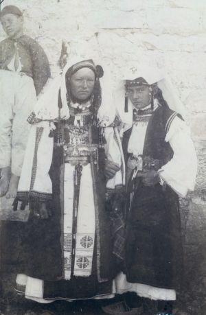 ''Selska mlada i divojka u misnom ruvu'' [Radić, Antun(1868-1919)]