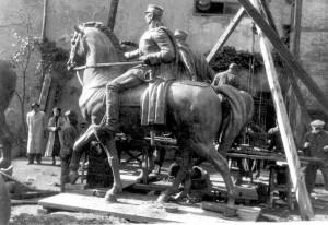 Spomenici kralja Petra i Aleksandra Karađorđevića za Skoplje - priprema i montaža