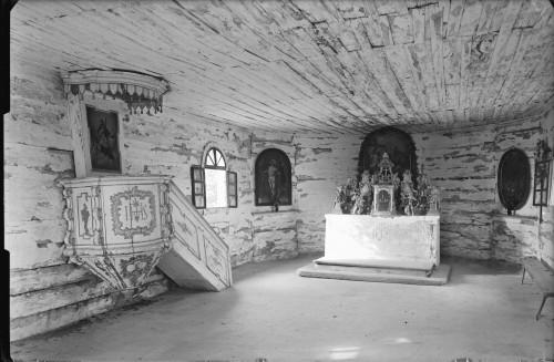 Kapela Presvetog Trojstva (Gladovec Pokupski) : oltar i propovjedaonica