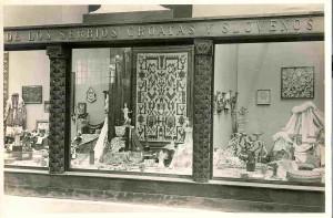 Uređenje Paviljona SHS na Međunarodnoj izložbi u Barceloni 1929. - velika vitrina u prostoriji Viktorije Eugenije, moderni umjetni obrt