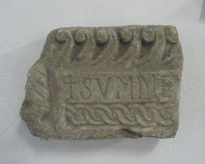 Fragment s natpisom SVMME