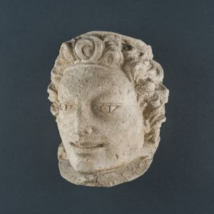 Ženska glava s vrpcom uvrh čela