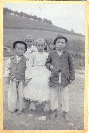 Seoska djeca u ljetnom odijelu [Boranić, Dragutin  ]