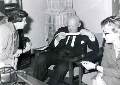 Vesna Barbić, Daniel-Henri Kahnweiler i Maja Burić u Galeriji suvremene umjetnosti u Zagrebu [Braut, Marija (1929-8-7) ]
