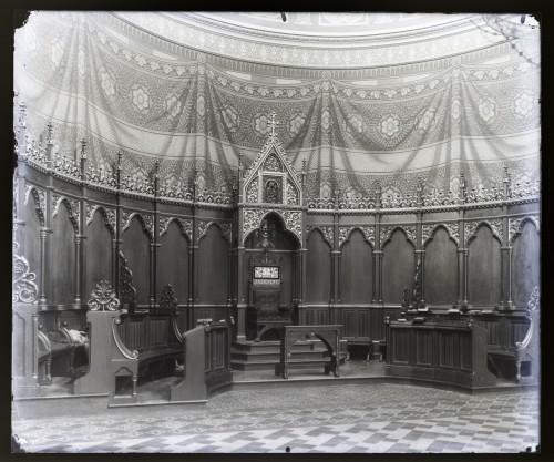 Schmidt, Friedrich von   ; Bollé, Herman   ; Wodička, Tomo  : Katedrala sv. Petra (Đakovo) : Biskupsko prijestolje i kanonička sjedala [C. Angerer & Göschl  ]