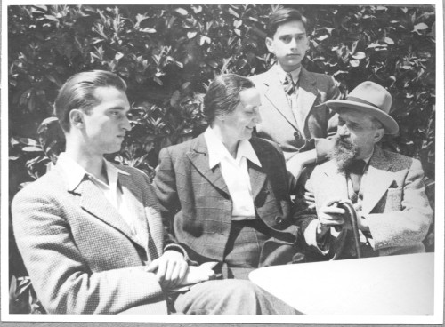 Ivan Meštrović sa ženom Olgom i sinovima, Lausanne, 1943.