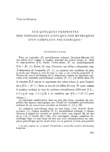 Sur quelques propriétés non topologiques ainsi que non metriques d´un complexe polyédrique