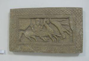 Reljef s konjanikom i pleterom