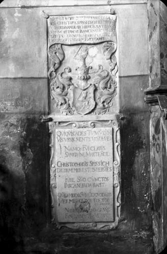 Crkva Svetog Ivana Krstitelja (Kloštar Ivanić) : nadgrobna ploča ivanićkog kapetana Kristofora Spišića, 1694.
