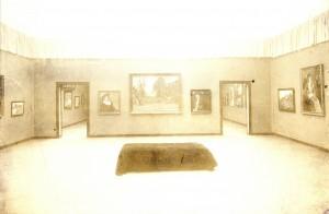 Detalj postava izložbe Hrvatskog društva umjetnosti