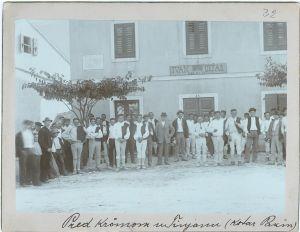 Pred krčmom u Tinjanu [Ptašinsky, Josef (1863-1908) ]
