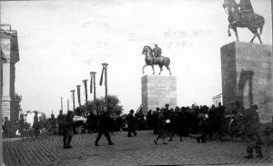 Spomenici kralju Petru i Aleksandru Karađorđeviću u Skoplju