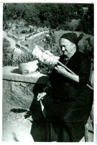 Cila Jurkotova vunu prede