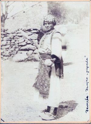 Djevojka iz Đevrsaka (u svakidašnjem ruhu) [Radić, Antun (1868-1919) ]