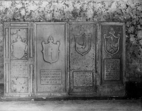 Crkva Svetog Franje (Senj) : nadgrobne ploče Jurja Hreljanovića, Ragnaca Geržanića i Grgura Pariževića