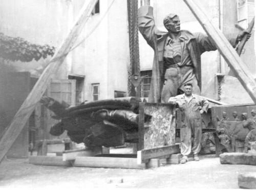 Radauš, Vanja(1906-1975): Radovi na lijevanju spomenika Marku Oreškoviću na Akademiji likovnih umjetnosti u Zagrebu ]
