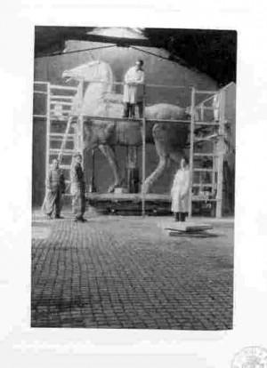 Rad na spomeniku Josefu Pilsudskom u atelijeru