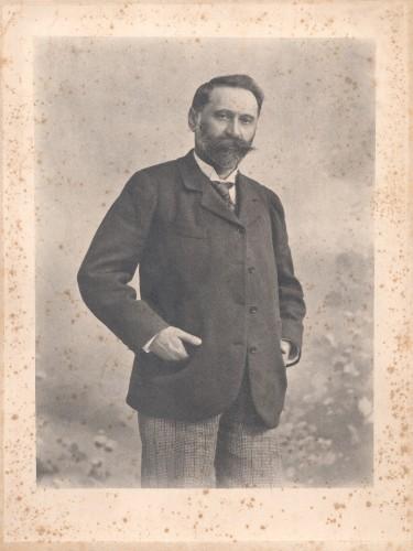 Foto-portret dr. Izidora Kršnjavog ]