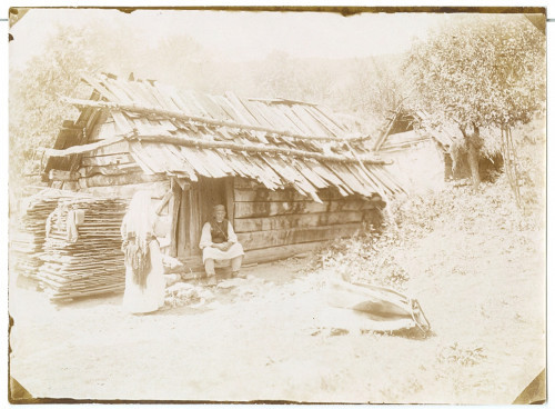 Žena i muškarac u narodnoj nošnji [Simonović, Radivoj (1858-1950) ]