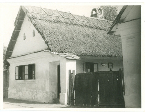 Kuća - pogled s ulice [Ižgum, Marija  ]